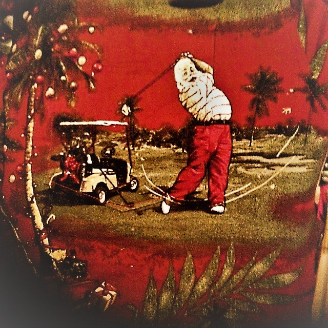 santa-playing-golf